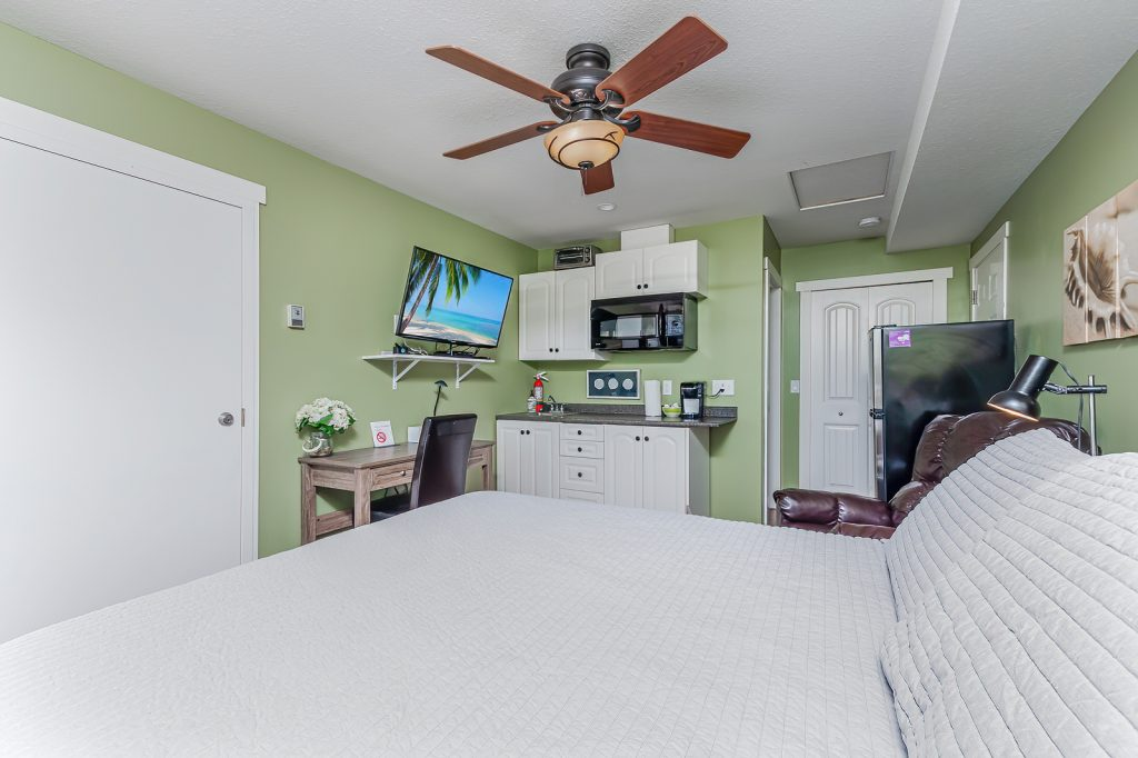 Edgewater cottage double bed