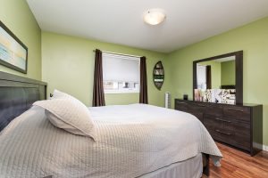 double bed room cottage in Cold lake