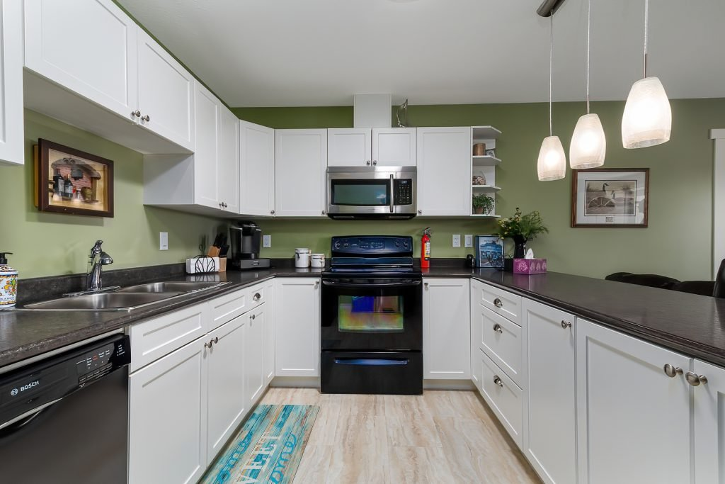 Edgewater Cottage in Cold Lake Lakeview Suite 6